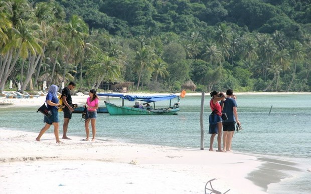 Plan to welcome back foreigner visitors to Phu Quoc remains unchanged hinh anh 1
