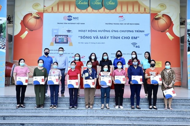 Disadvantaged students get support with internet connections hinh anh 1