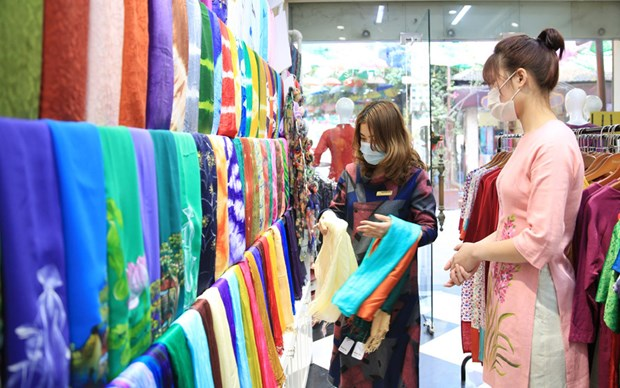 Hanoi tourism builds trademarks for local souvenirs hinh anh 2