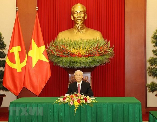 Top Vietnamese, Chinese leaders hold phone talks hinh anh 2