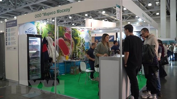 Vietnamese aquatic products, fruits introduced at food exhibition in Russia hinh anh 1