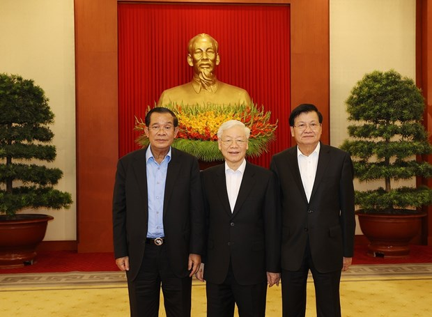 Vietnamese, Cambodian, Lao top leaders discuss cooperation orientations hinh anh 1