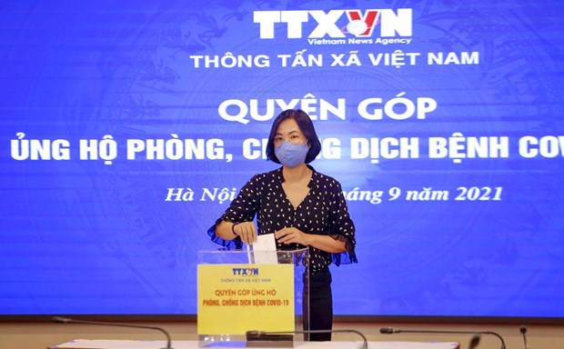 Vietnam News Agency's staff raise funds for COVID-19 fight hinh anh 1