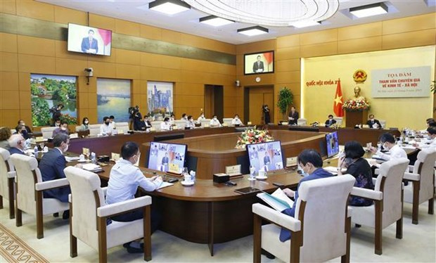 Experts propose three phases for post-pandemic economic development hinh anh 1