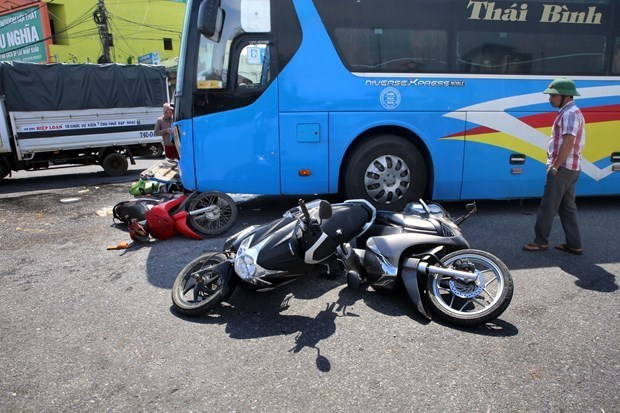 Traffic accidents, fatalities drop in nine months hinh anh 1