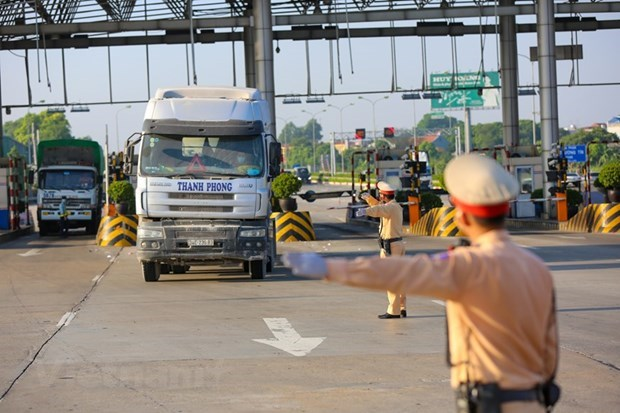 Transport Ministry demands immediate end to traffic congestion at checkpoints hinh anh 1
