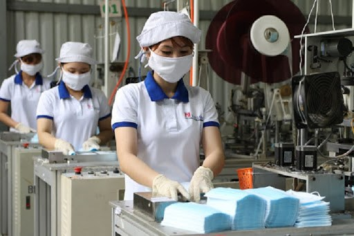 Vietnam exports over 15 million medical masks in August hinh anh 1
