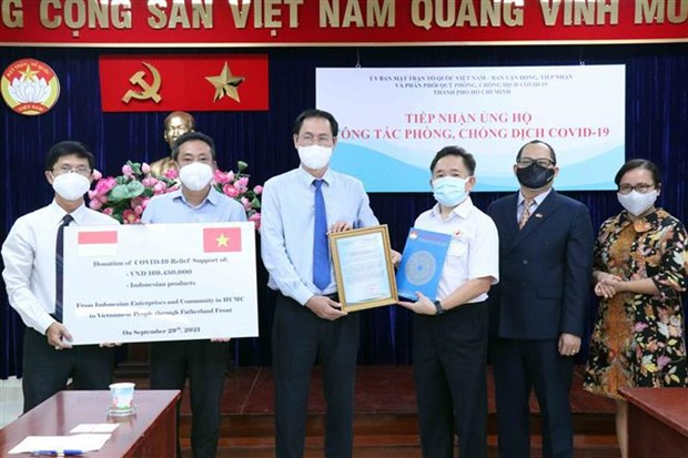 Foreign firms, people aid HCM City in COVID-19 fight hinh anh 1