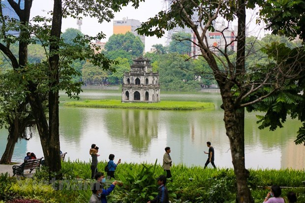 Hanoi sees sharp drop in tourist arrivals in nine months hinh anh 1