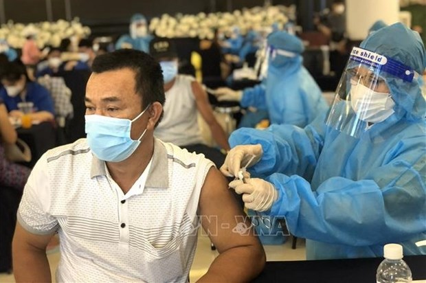 Ministry urges localities to accelerate vaccinations against COVID-19 hinh anh 1