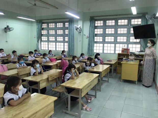 Many localities prepare scenarios to allow students back to school hinh anh 1
