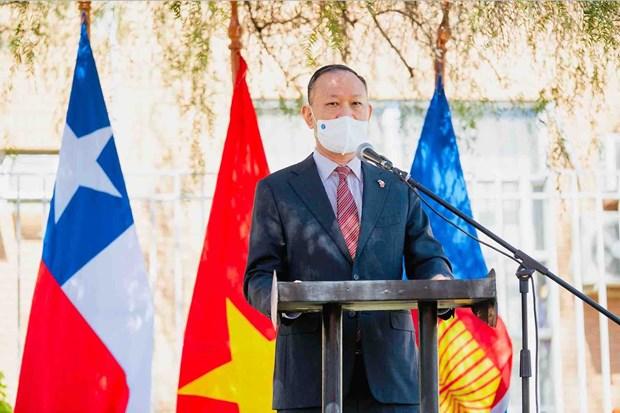 La exposición de pintura marca el 50 aniversario de las relaciones diplomáticas Vietnam-Chile