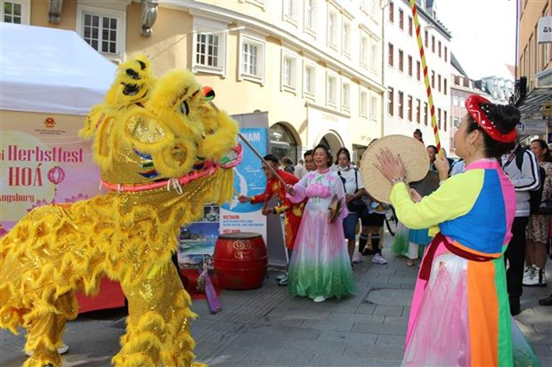 Vietnam leaves impression at multicultural festival in German city hinh anh 1