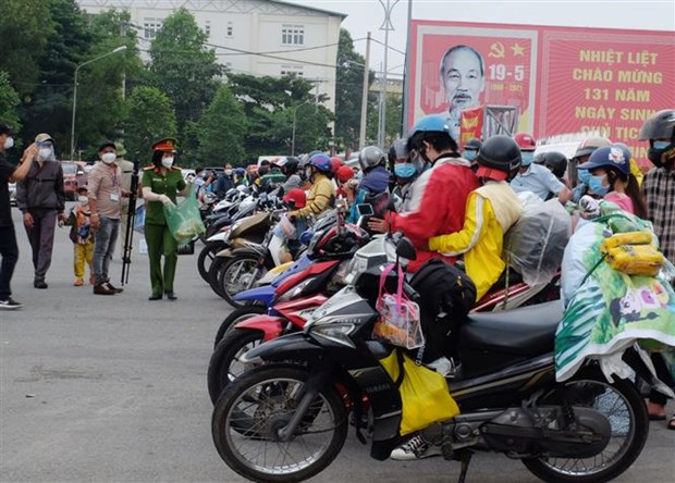 Localities receiving migrant workers coming home due to COVID-19 hinh anh 1