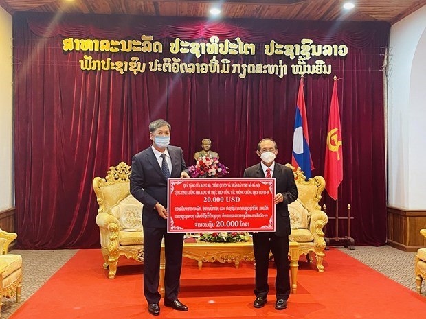Hanoi lends support to Luang Prabang's pandemic fight hinh anh 1