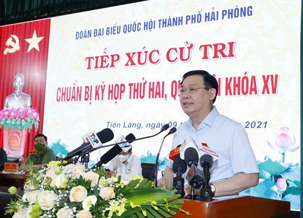 NA Chairman meets voters in Hai Phong hinh anh 1
