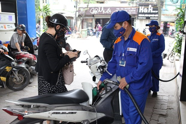 Petrol prices up nearly 1,000 VND per litre from October 11 hinh anh 1