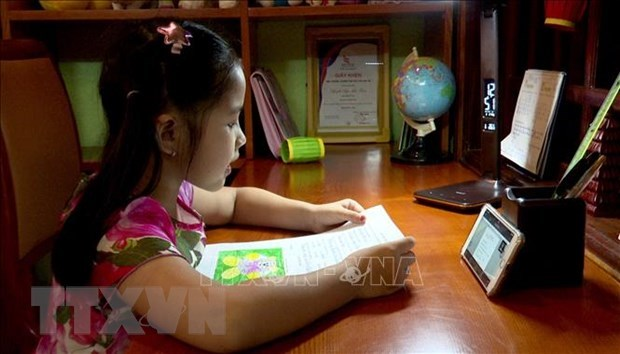 Studying online, via TV applied in 40 localities: Ministry hinh anh 1