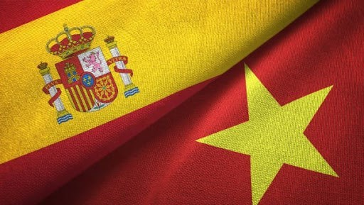 Top legislator extends congratulations to Spain on National Day hinh anh 1