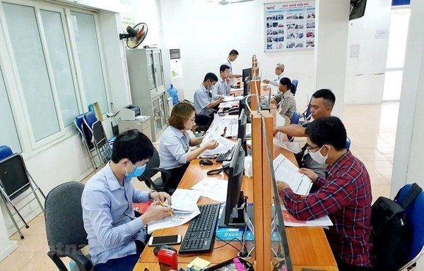 Pandemic-hit labourers given over 370 billion VND in unemployment insurance benefits hinh anh 1