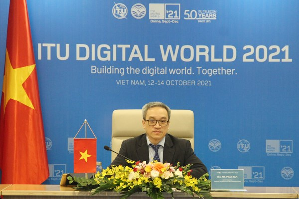 Vietnam attends roundtable on cutting Internet access cost hinh anh 2