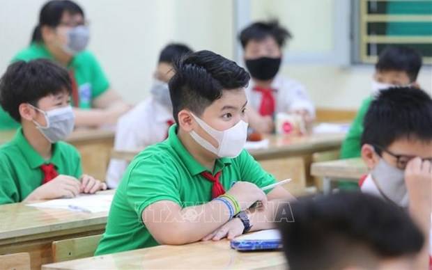Deputy PM emphasizes safety when reopening schools hinh anh 1