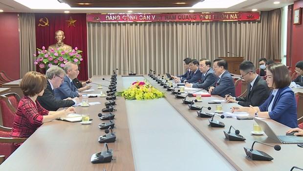 Hanoi's Party official hosts ambassadors of EU, UK hinh anh 1