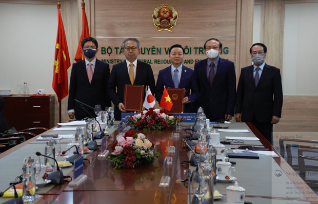 Vietnam, Japan sign MoU on low-carbon growth hinh anh 1