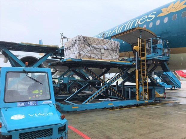 Vietnam Airlines transports COVID-19 vaccine home from Europe hinh anh 1