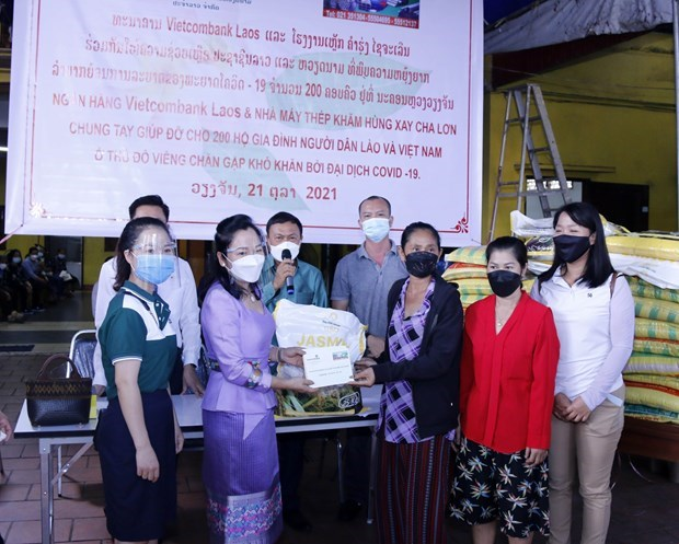 Vietnamese community in Laos assists disadvantaged families due to COVID-19