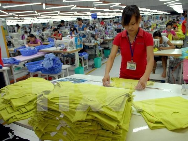 Vietnam's April trade deficit down 57 percent hinh anh 1