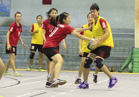 The Vietnamese women s handball team seen in a training session to prepare  for the Southeast Asian Handball Championships that begin in HCM City on ... 0c288971a5d00