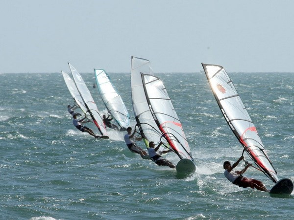 Fun Cup windsurfing competition sets sail in Binh Thuan | Vietnam+