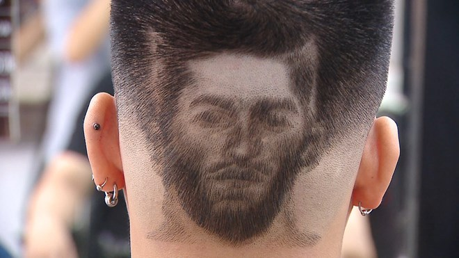 The trend has been spreading among football fans. The haircut also pulls people closer to each other during the sports event.-VNA