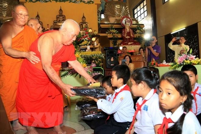 Vietnamese, Lao free language classes open in Vientiane