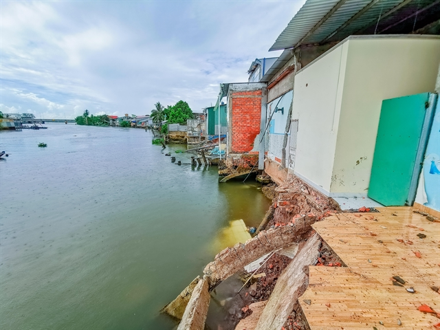 Can Tho to build embankment on Tra Noc River to prevent erosion